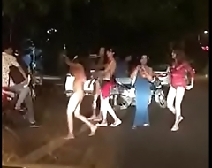 Delhi Hauz khaz hinjde Getting naked on the Streets http://zipansion.com/2pYYH