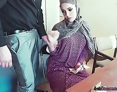 Arab Cutie Zoe Sucks Dick Of Stranger For Money